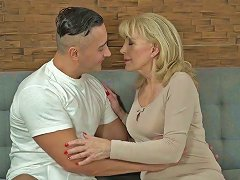 Young Student Fucks Sex Appeal Cougar Szuzanne And Cums On Her Pussy