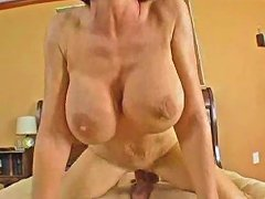 Deauxma Mom's Squirting Explosion