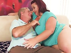 Fat 'n' Stacked Lady Lynn Gets Her Pussy Drilled Porn F2