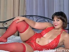 Ellariya Rose Masturbates In Bed And Orgasms There
