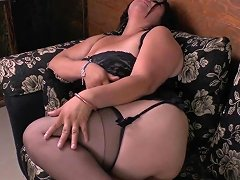 Latina Milfs Cintia Enjoys Clothespins On Her Nipples
