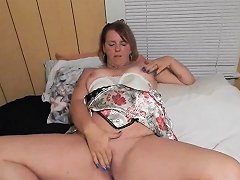 Married Woman Plays With Her Pussy Drtuber